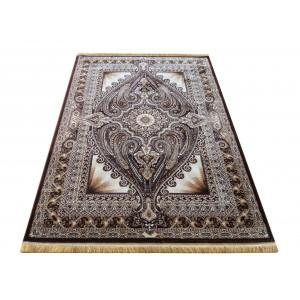 Hnedý koberec v orientálnom štýle