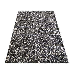 Moderný vzorovaný koberec sivej farby