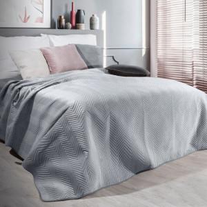 Strieborný zamatový prehoz na posteľ s prešívaním