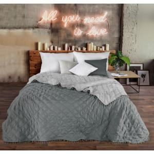 Sivý dekoračný prehoz na posteľ v obojstrannom prevedení