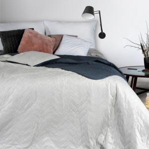 Dekoračný prehoz na posteľ v obojstrannom prevedení