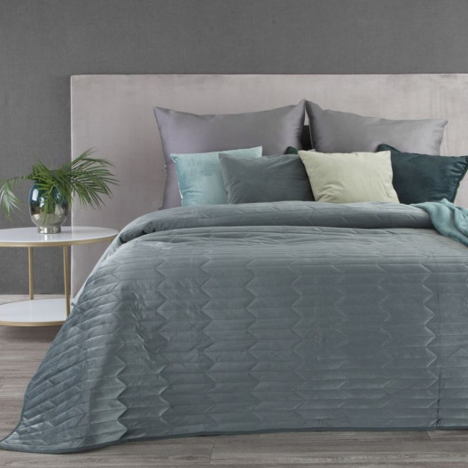 Sivo zelený zamatový  prehoz na posteľ s efektom prešívania