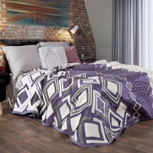 Fialový obojstranný prehoz na posteľ s prešívaním