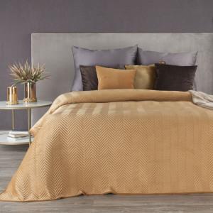 Hnedý zamatový prehoz na posteľ s geometrickým prešívaním