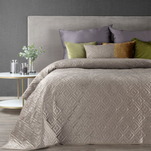 Jednofarebný prešívaný prehoz na posteľ v béžovej farbe