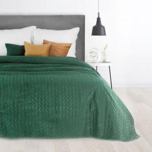 Zelený velúrový prehoz na posteľ s dekoračným prešívaním