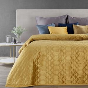 Jednofarebný zamatový prehoz na posteľ žltej farby