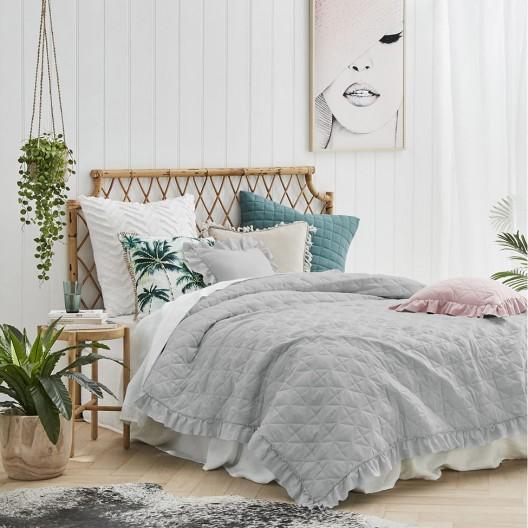 Prešívaný prehoz na posteľ v sivej farbe 240 x 260 cm
