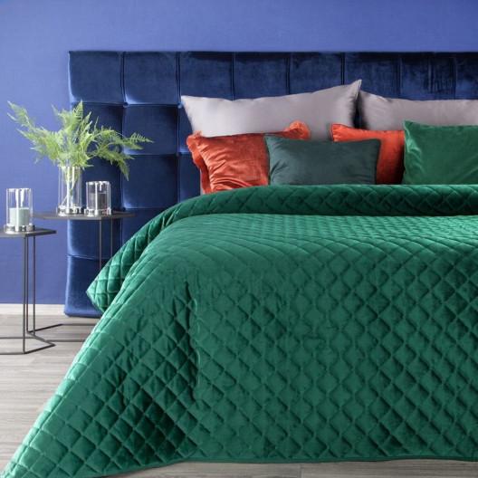 Jednofarebný prehoz na posteľ zelenej farby s jemným prešívaním