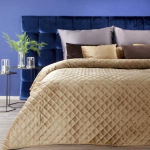Originálny zamatový prehoz na posteľ žltej farby