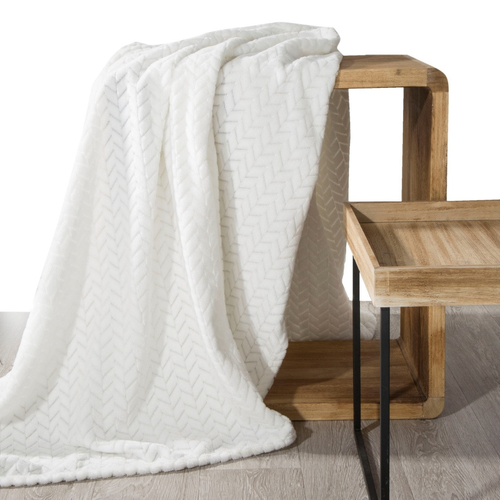 Krémová dekoračná deka zo zamatovo hebkej tkaniny Šírka: 70 cm | Dĺžka: 160 cm