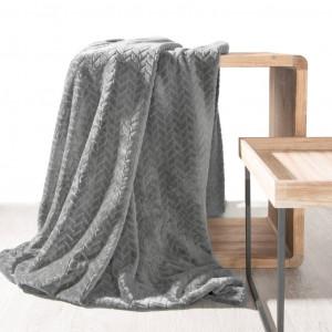 Jemná dekoratívna deka sivej farby