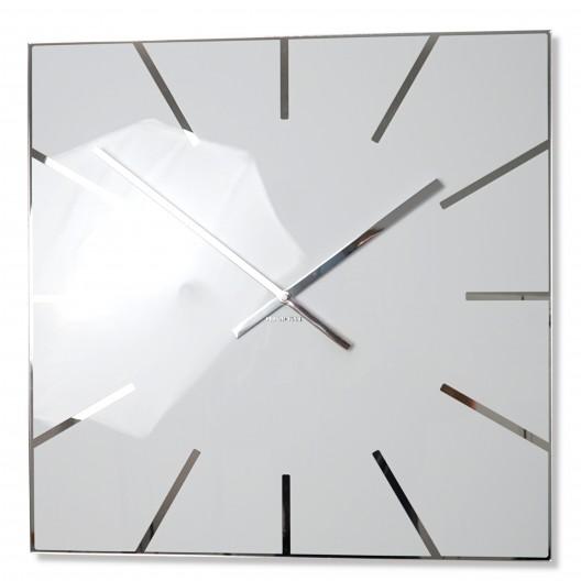 Elegantné hranaté hodiny bielej farby