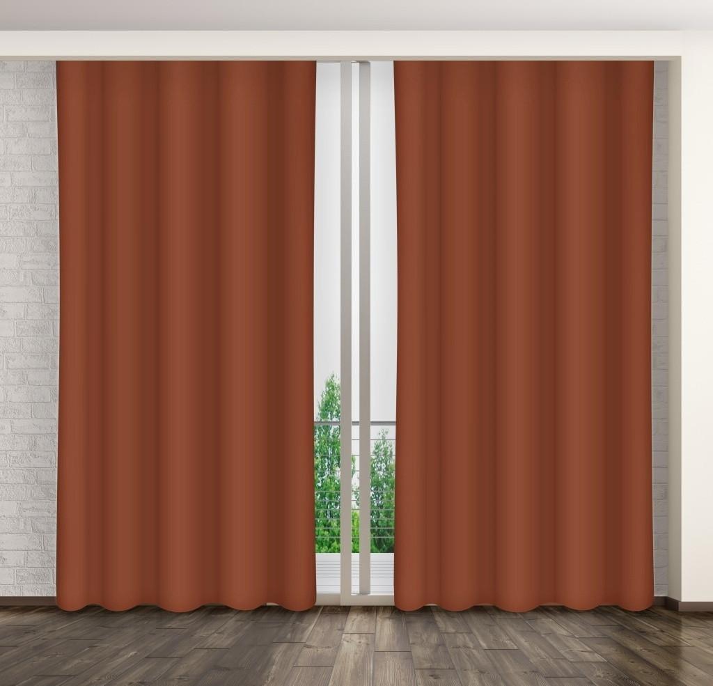 Hnedý jednofarebný záves do obývacej izby
