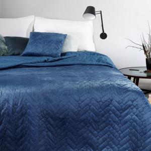 Obojstranný prešívaný prehoz na posteľ modrej farby