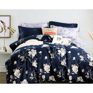 Modernej posteľné obliečky tmavomodrej farby s romantickou potlačou kvetov