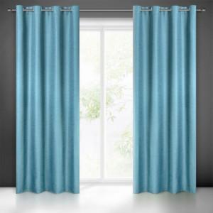 Kvalitné tieniace závesy do obývačky modrej farby