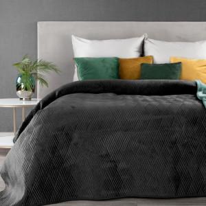 Čierny prehoz na posteľ s geometrickým tvarom