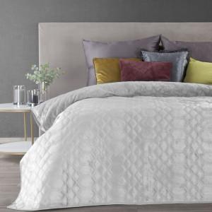 Krásny snehovo biely prehoz na posteľ s leskom