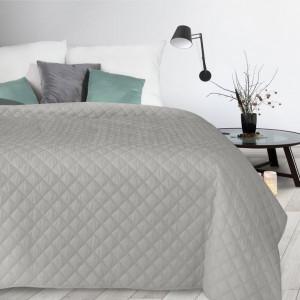 Dekoračný prešívaný sivý prehoz na posteľ