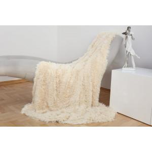Krásna hebká chlpatá deka krémovej farby