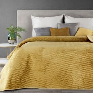 Krásny žltý prehoz na posteľ s motívom geometrických tvarov