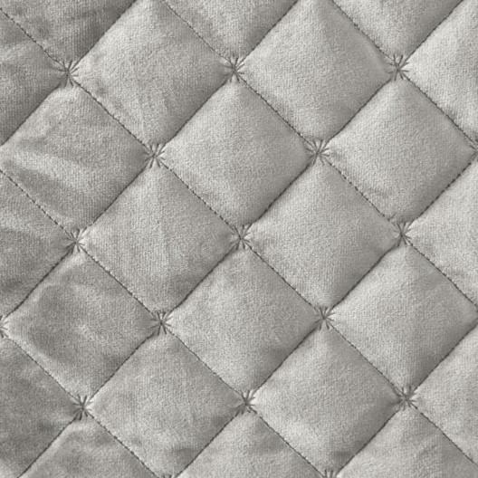 Kvalitný prehoz krémovej farby zamatového materiálu