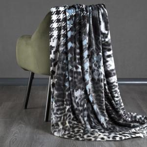 Krásna sivá hrejivá deka do obývačky
