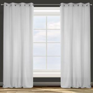 Svetlý sivý záves vhodný do obývačky