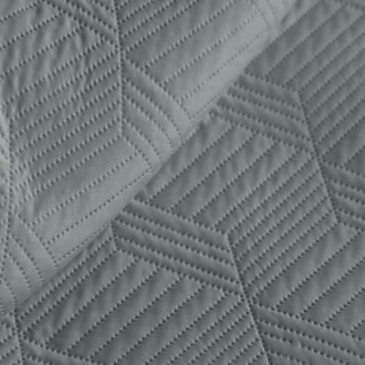 Šedý prehoz s geometrickým vzorom