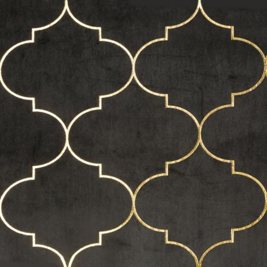 Čierné závesy so zlatým ornamentom