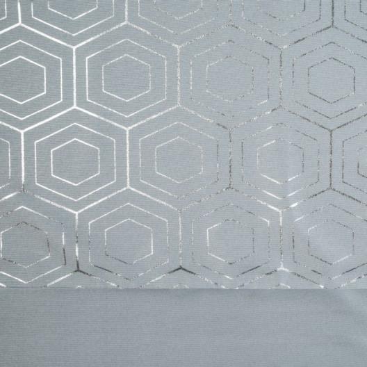 Kvalitný záves v sivej farbe do moderného interiéru