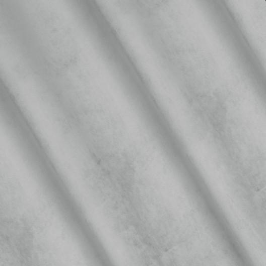 Originálne závesy vo svetlo sivej farbe so vzorovaním
