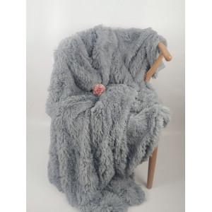 Svetlo sivá chlpatá hrubá deka