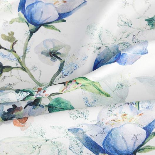 Krémový záves s motívom modrých kvetov