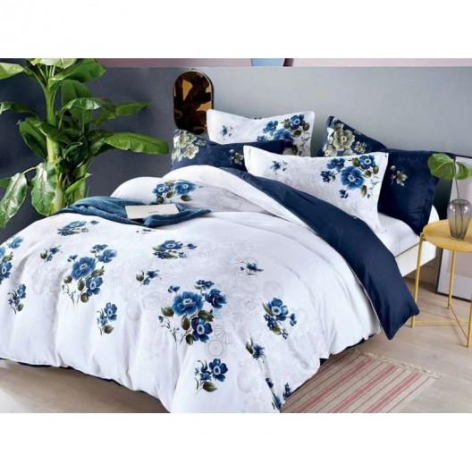 Biele posteľné obliečky s motívom modrých kvetov