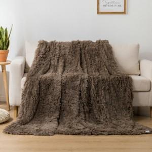 Moderná a mäkká chlpatá deka