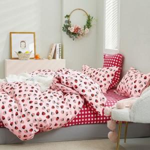 Krásne obojstranné ružové posteľné obliečky s motívom jahôd
