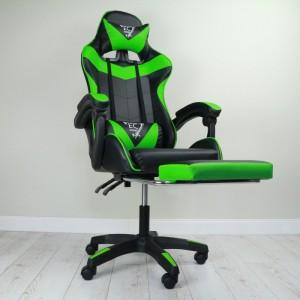 Pohodlné hracie kreslo čierno zelenej farby s podpierkou nôh