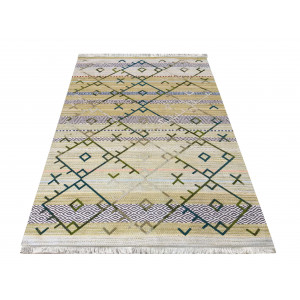 Originálny zelený koberec v etno štýle s farebným vzorom