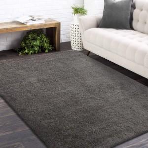 Štýlový koberec v tmavošedej farbe