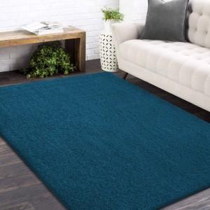 Štýlový koberec v modrej farbe