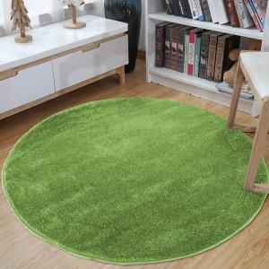 Okrúhly koberec zelenej farby