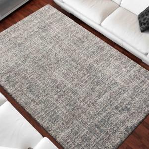 Kvalitný sivý koberec v módnom designe