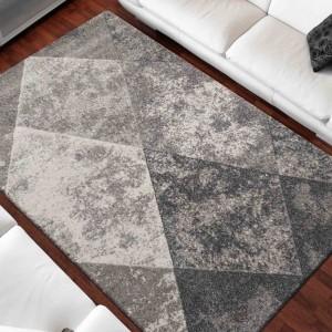 Originálny sivý koberec do obývačky s motívom kosoštvorcov