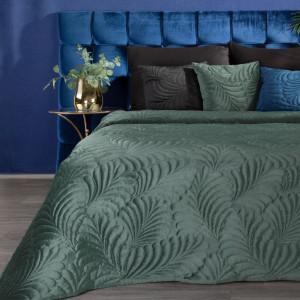 zelený jednofarebný zamatový prehoz na posteľ