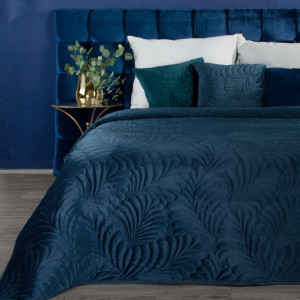 Tmavo modrý luxusný zamatový prehoz na posteľ