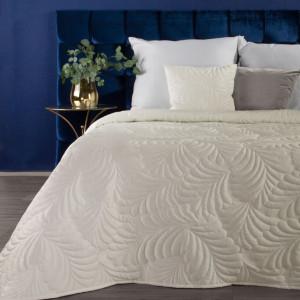Moderný smotanovo biely jednofarebný prehoz na posteľ s motívom listov