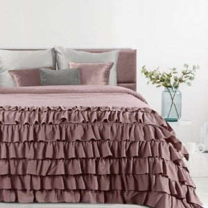 Francúzsky ružový prehoz na posteľ s volánmi