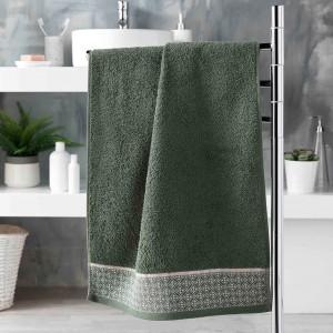 Štýlový zelený bavlnený uterák s ružovo bielym vzorom 50 x 90 cm